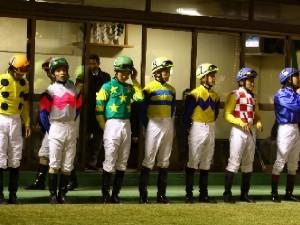 101119川崎ジョッキーズカップ_騎手整列-2