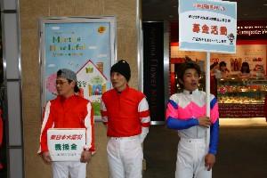 110325川崎駅で募金活動 東口 2