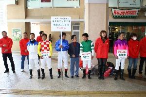 110325川崎駅で募金活動 東口 3