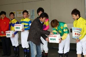 110325川崎駅で募金活動 西口 5