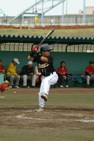 13 三回裏 ブロガー川本騎手も四球で出塁.JPG