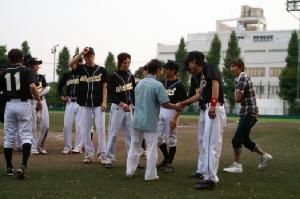 35 佐々木竹見元騎手 大井チームを祝う.JPG
