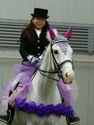 川崎競馬の誘導馬 5月開催 藤Ver アロワナくん 1
