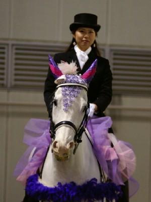 川崎競馬の誘導馬 5月開催 藤Ver アロワナくん 3