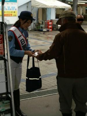 川崎競馬の誘導馬騎乗者が1日警察署長に 3