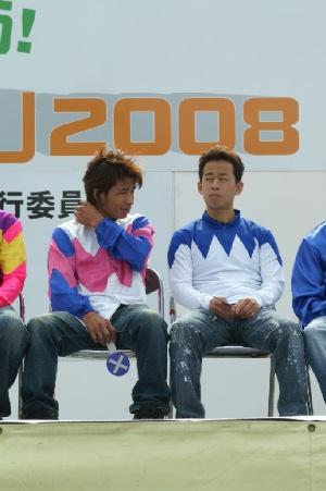 081019川崎競馬秋まつり 75 山林堂信彦騎手(左)