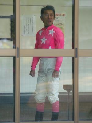 100127-内田利雄騎手-騎手控え室にて-3