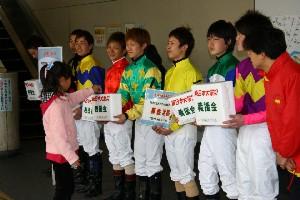 110325川崎駅で募金活動 西口 1