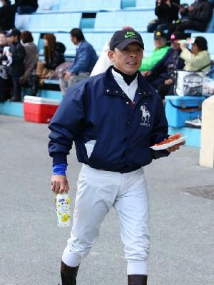 16今日は父親の顔の東川公則騎手-1