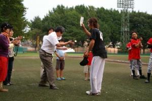33 MVPは勝利投手の矢野騎手.JPG
