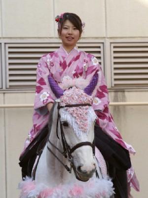 川崎競馬の誘導馬 1月開催 ドレスVer 1