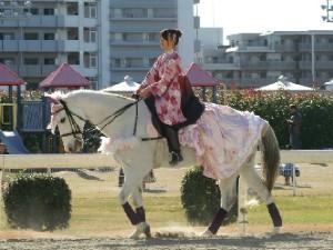 川崎競馬の誘導馬 1月開催 ドレスVer 2