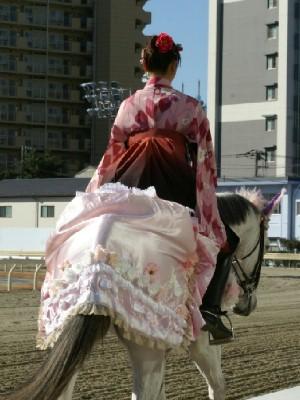 川崎競馬の誘導馬 1月開催 ドレスVer 4