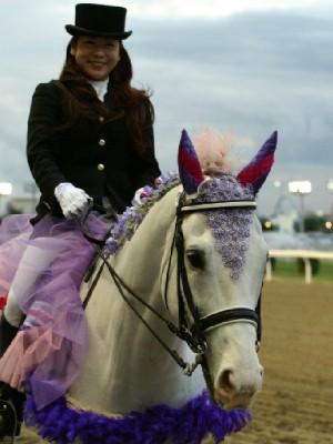 川崎競馬の誘導馬 5月開催 藤Ver アロワナくん 2