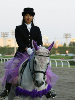川崎競馬の誘導馬 5月開催 藤Ver ユーちゃん 4