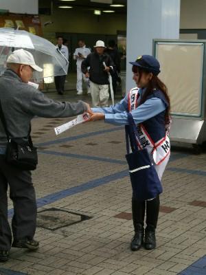 川崎競馬の誘導馬騎乗者が1日警察署長に 2