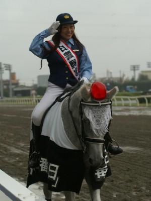 川崎競馬の誘導馬騎乗者が1日警察署長に 6